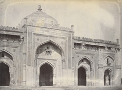 Close view of the Qila-i-Kuhna Masjid, Delhi